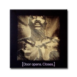 door opens closes